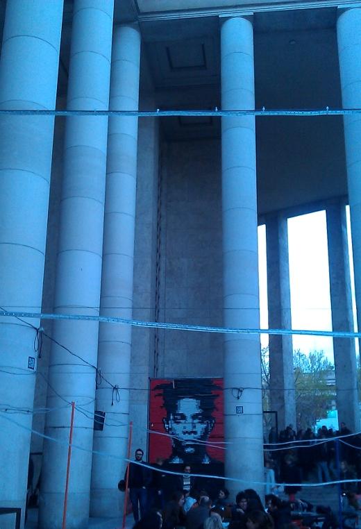 palais de tokyo, paris. inauguration. terrasse exterieure. portrait basquiat.