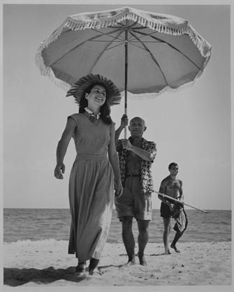 Pablo Picasso and Françoise Gilot, Golfe-Juan, 1948 - photo Robert Capa